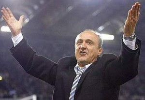 Lazio coach Delio Rossi celebrates during the Italian Serie A soccer match against AS Roma at the Olympic Stadium in Rome December 10, 2006.     REUTERS/Giampiero Sposito (ITALY)